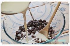 Catalina y Sacarina: Cómo hacer un buen ganache de chocolate (también de chocolate blanco!) Chocolate Blanco, Cata, How To Make Chocolate, Chocolates, Frosting, Sweets, Pastries, Recipes, Schokolade