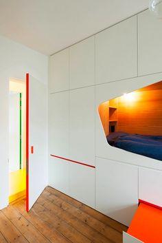 Как спрятать кровать в маленькой квартире: реальный пример - Статьи - Недвижимость Mail.Ru