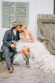 What beautiful pictures from a very down-to-Earth American country wedding – complete with a groom in a cowboy hat and a bride in boots. The bride Amy, an artist, took care to include the country theme into ever aspect of… Read more › Wedding Looks, Chic Wedding, Wedding Pictures, Rustic Wedding, Dream Wedding, Cowgirl Wedding, Marrying My Best Friend, Jolie Photo, Wedding Inspiration