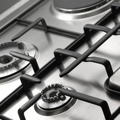 Stainless steel products look beautiful in a kitchen. In order to maintain the look of these appliances, you need a good stainless steel stove top cleaner. Clean Stove Grates, Gas Stove Burner, Gas Stove Top, Buck Stove, Stove Top Cleaner, Oven Cleaner, Vinegar Cleaner, Stainless Steel Gas Stove, Brushed Stainless Steel