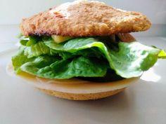 Bezlepkový 90-sekundový chlieb z mikrovlnky, Chlieb a pečivo, recept   Naničmama.sk Salmon Burgers, Gluten Free, Keto, Chicken, Ethnic Recipes, Food, Glutenfree, Essen, Sin Gluten