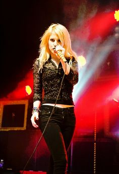 Hayley Williams Paramore #blonde hair #outfit -black sparkly lace long sleeve shirt, black jeans