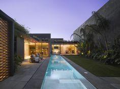 Casa Barrancas / EZEQUIELFARCA arquitectura y diseño