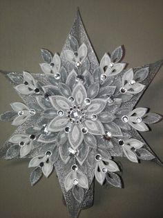 Folded Fabric Ornaments, Fabric Christmas Ornaments, Christmas Tree Crafts, Snowflake Ornaments, Christmas Snowflakes, Beaded Ornaments, Ornament Crafts, Christmas Projects, Kanzashi Flowers