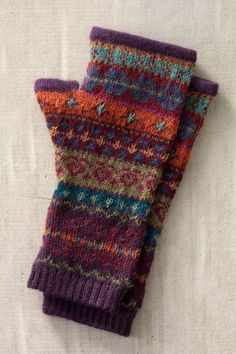 Crochet Gloves, Knit Crochet, Cold Weather Gear, Pretty Cars, Organic Cotton T Shirts, Fair Isle Knitting, Made Clothing, Mitten Gloves, Knitting Designs