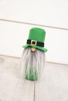 Duende verde, St Patricks Day decoración, Gnomo de jardín, nisse nórdico, sueco tomten, tonttu, decoración escandinava, primavera decoración, st día pattys