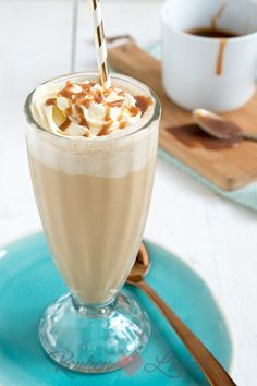 Frappuccino - Fashion and Style Frappuccino, Frappe, Happy Drink, Smoothie Drinks, Smoothies, Cooking Challenge, Coffee Recipes, High Tea, Yummy Drinks