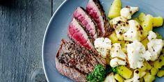 Gegrilde steak met bloemkool en salsa verde