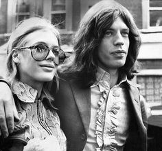 young mick jagger & marianne faithfull | flower power | hot lips | awesome shades | the rolling stones | vintage | black & white photography