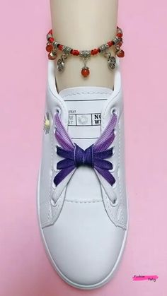 Ways To Lace Shoes, How To Tie Shoes, How To Tie Ribbon, Diy Clothes Life Hacks, Diy Clothes And Shoes, Elastic Shoe Laces, Tieing Shoe Laces, Shoe Lacing, Ways To Tie Shoelaces