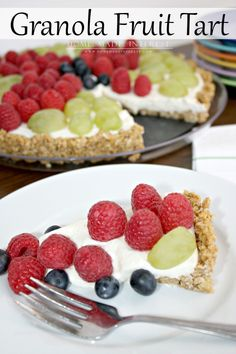 Use Attune Food's Granola for this tart's crust!! Maybe Honey Oats! This tart recipe is so easy to make and is perfect as a wholesome snack or dessert. Made with fresh fruit, greek yogurt, honey and granola it is a tart recipe that both kids and adults will enjoy. From HomeMadeInterest.com #LoveMyCereal #QuakerUp #spon