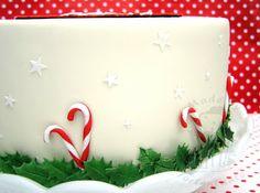 weihnachtstorte christmas santa claus ilex blütenpaste motivtorte weihnachten fondant