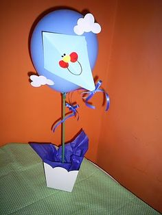 Iara e adri: Aniversário da pipa Hot Air Balloon, Kite, Tweety, Party Themes, Balloons, Baby Boy, Birthday Parties, Activities, 1