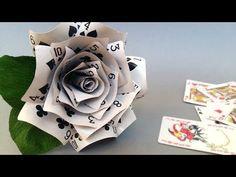 Diy rose made of playing cards make playing cards, playing card craft Alice In Wonderland Crafts, Alice In Wonderland Tea Party Birthday, Alice In Wonderland Decorations, Tattoo Alice In Wonderland, Alice In Wonderland Outfit, Mad Tea Parties, Mad Hatter Party, Mad Hatter Tea, Halloween Ideas