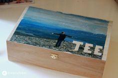 Basteln mit Fotos - Wir zeigen euch Ideen für einen Holztransfer für eine Teebox und schöne Geschenkanhänger. DIY Geschenkidee.