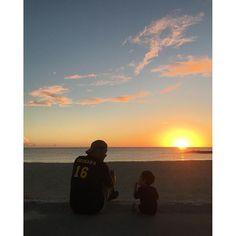 【tomota0826】さんのInstagramをピンしています。 《今日のサンセット最高でした🌞🌴🏖 . . . . . #サンセット #夕陽 #夕日 #海 #父と息子 #家族 #父 #息子 #男の子 #1歳4ヶ月  #sunset #sea #beach #family #son #myson #boy #okinawa》