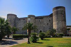 Castello Ursino, Catania, Sicily @Emma Hoyt some day... #catania #sicilia #sicily