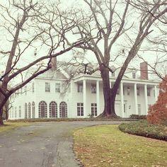 Limestone Boxwoods - Instagram (@limestoneboxwoods) - A classic all white Neel Reid designed house in Atlanta.