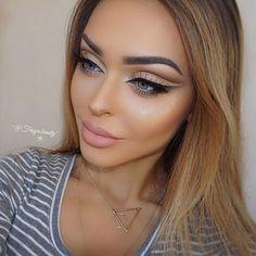 ◌ Make-up Artist  ◌ Sunshine Coast, Queensland ‧ AUS  ➵ Enquiries ‧ bybrookelle@gmail.com ➵ Snapchat ‧ bybrookelle