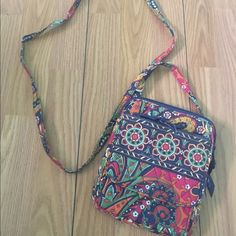 Vera Bradley Mini Hipster Venetian Paisley print, brand new without tags, super cute, and has lots of room for the small size. Also has a separate compartment for cards Vera Bradley Bags Crossbody Bags