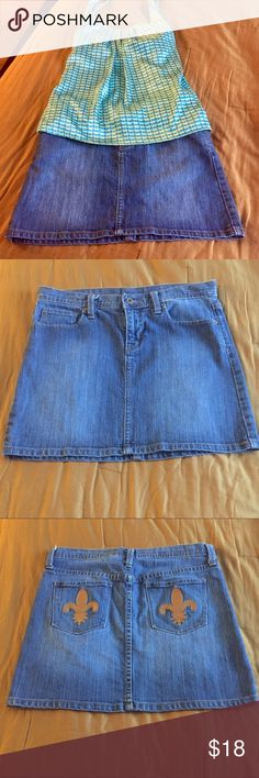 Vintage GAP denim mini skirt Sz 6 Vintage GAP denim mini skirt Sz 6.  Stretch!  All my items are from a smoke free home and offers are always welcome 🛍💗🛍 GAP Skirts Mini
