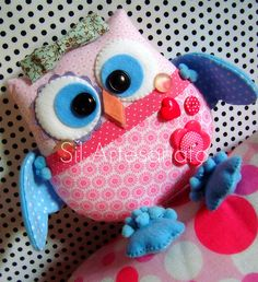 This has to be the cutest girly owl stuffed animal I have found on Pinterest!! Awesome job, I need one :-) - Fieltro