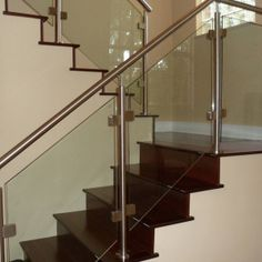 Stair, : Modern Image Of Home Interior Decoration With Half Turn Solid Cherry Wood Staircase Including Glass Stainless Steel Staircase Railing And Steel Glass Staircase Banister Modern Stair Railing, Glass Staircase, Glass Railing Stairs, Staircase Railings, Balcony Decor, Modern Stairs, Stainless Steel Staircase