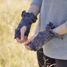 Classic Edge Fingerless Gloves, hand warmers - Grey - hand painted merino wool
