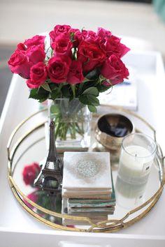 Nos encanta este post con ideas para decorar nuestra mesa de centro en el salón.