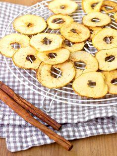 Miam, des chips de pommes ! Voilà une douceur croquante et légère ! Pavlova, Petite Meringue, Candida Albicans, Pineapple, Cookies, Fruit, Desserts, Food, Gluten Free Recipes