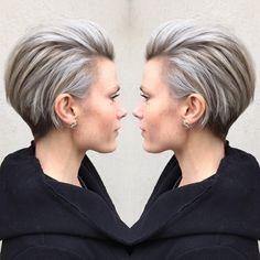 • ashy fierceness • Ljusa folieslingor penslades i hela håret, med undantag för nacken. Håret nyanserades sedan i en askgrå ton. Frisyren…