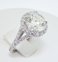 My newly designed e-ring - I adore it! Round Diamond Ring, Round Diamonds, Celebrity News, Bling, Engagement Rings, Jewels, Celebrities, Pretty, Weddings