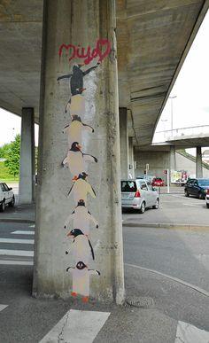 Penguin totem pole. --  turn into garden idea...different animal on wood