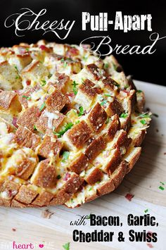 YUM: Cheesy Pull-Apart Bread with Bacon, Garlic, Cheddar and Swiss ~ the ultimate snack for your Super Bowl party! Appetizer Recipes, Snack Recipes, Cooking Recipes, Appetizer Ideas, Appetizers, Think Food, Love Food, Cheesy Pull Apart Bread, Pan Relleno