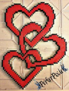 Chain of Hearts perler beads by PerlerPixie