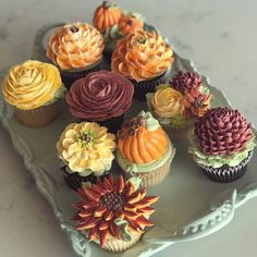 Lovely fall floral cupcakes, made with 100% #buttercream🍂🍁🍂🍁 #whiteflowercakeshoppe #cupcakes #buttercreamflowers