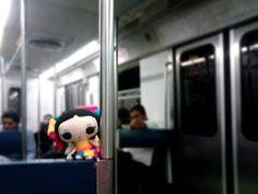 María viaja en el metro de la Ciudad de México.  #ArtesaniasMexicanas #kawaii #MariasINC #Mexico