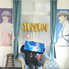 Wow, she has a nice room even without Jimin😍 Aesthetic Themes, Aesthetic Rooms, Kpop Aesthetic, Army Room Decor, Room Decor Bedroom, Kpop Diy, My Bebe, Pop Collection, Kpop Merch