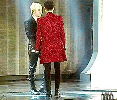 TOP hyung just can't resist Daesung's cuteness :))  TOP and Daesung are such cuties! ^^   dance --  gif