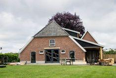 www.vanedenhoutbouw.nl nieuwbouw, verbouw, houtbouw en renovatie Cabin, House Styles, Home Decor, Decoration Home, Room Decor, Cabins, Cottage, Interior Design, Home Interiors