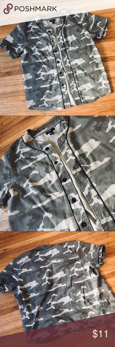 CAMO MENS BUTTON DOWN Super cool camouflage design, men button down! You can button it or wear it open with something underneath.  The design of this shirt is perfect! Does have a small color stain on bottom left, but hardly noticeable. Hence the great price ✨ Forever 21 Shirts Casual Button Down Shirts