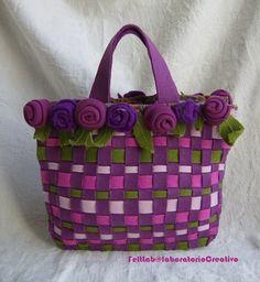 """Dag 109 Deze bijzondere tas tegengekomen op het web. Een prachtige kleurencombinatie van paars, roze, lila en bladgroen. Helaas geen patroon, dus even zelf verzinnen hoe je dit het beste kan """"namaken""""."""