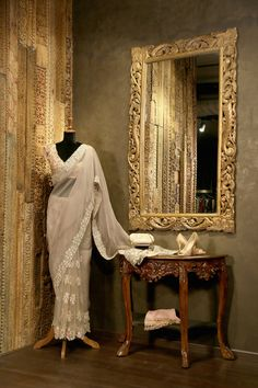 Exclusive: First look at Shyamal & Bhumika's Hyderabad store Showroom Interior Design, Boutique Interior Design, Studio Interior, Clothing Boutique Interior, Boutique Decor, Clothing Store Displays, Retail Store Design, Hyderabad, Ritu Kumar