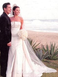 Mario Lopez & Ali Landry 2004 annulled in 2004. This was a 5 minute marriage.
