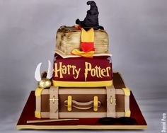 Image de cake and harry potter Magie Harry Potter, Bolo Harry Potter, Harry Potter Fiesta, Gateau Harry Potter, Harry Potter Birthday Cake, Harry Potter Jewelry, Theme Harry Potter, Harry Potter Wedding, Hrry Potter