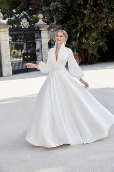 Plain Wedding Dress, Luxury Wedding Dress, Classic Wedding Dress, Wedding Dress Trends, Wedding Dress Sleeves, Wedding Gowns, Ronald Joyce Wedding Dresses, Beautiful Gowns, Cute Dresses