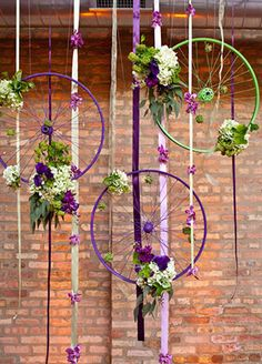 Bike Wheel Decor - Maybe dream catchers? Bicycle Decor, Old Bicycle, Old Bikes, Bicycle Rims, Bicycle Crafts, Bicycle Design, Bicycle Themed Wedding, Bicycle Party, Vitrine Design