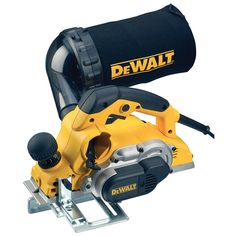 Dewalt professional planer features a high power motor giving effortless cutting of even hard woods, left and right chip ejection, front handle depth control with steps for extreme accuracy and clearly marked. This planer has a rubber co Dewalt Cordless Tools, Dewalt Power Tools, Cordless Power Tools, Circular Saw Reviews, Best Circular Saw, Woodworking Power Tools, Diy Woodworking, Electric Planer, Wood Planer