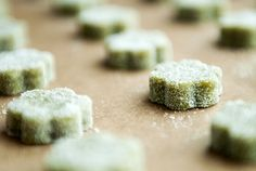 Matcha Green Tea Shortbread Cookies...just need to meddle with the recipe to make it gluten free!