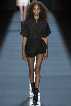 Vera Wang Spring 2017 Ready-to-Wear Fashion Show - Selena Forrest